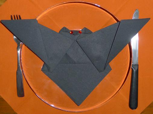pliage de serviette chauve souris plier une serviette de table en papier r aliser une chauve. Black Bedroom Furniture Sets. Home Design Ideas