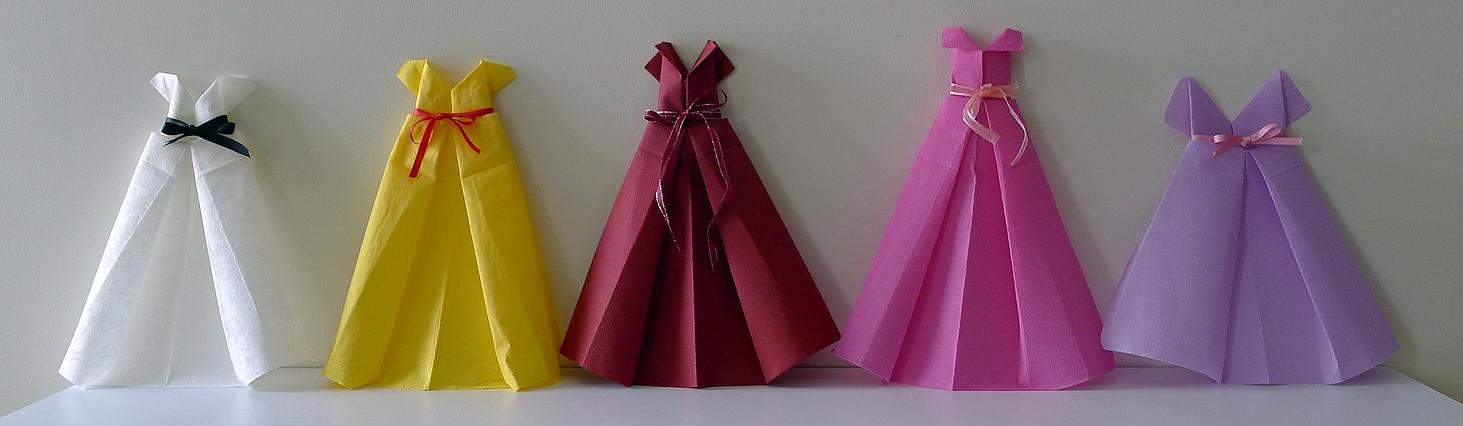 pliage de serviette en papier en forme de robe de soir e. Black Bedroom Furniture Sets. Home Design Ideas