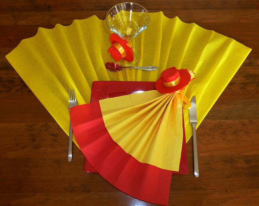 Pliage de serviette de table en forme d 39 ventail avec son sombrero r aliser un ventail avec - Attache serviette de table ...