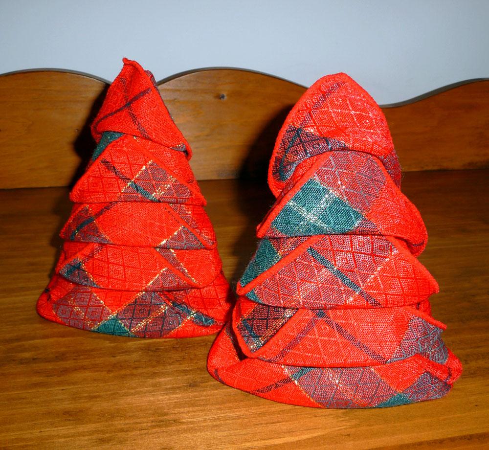 Pliage de serviette de table en forme de sapin de no l plier une serviette de table en papier - Modele de sapin de noel ...
