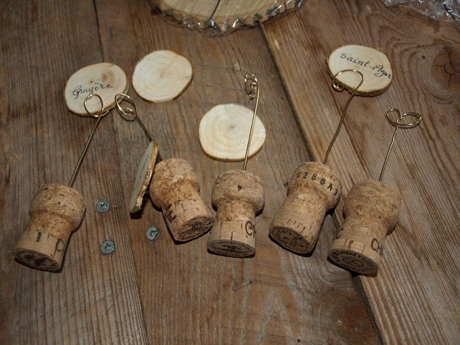 Plateau de fromages en bois avec porte noms pr par s avec - Fabriquer des portes noms ...
