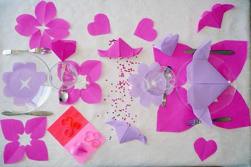 Table de saint valentin pliage de coeur pour la saint for Deco de table saint valentin